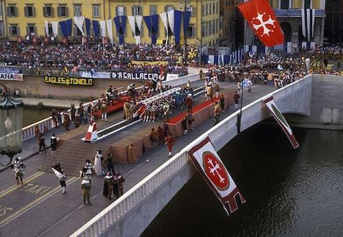 Carrello del Gioco del Ponte a Pisa